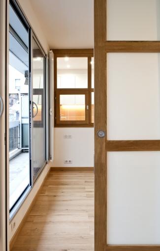 Porte coulissante entre chambre à coucher et atelier
